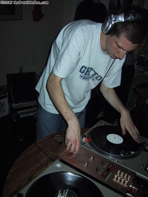 Marshall spinning the hardest stuff all evening back at his place. (click for next photo)