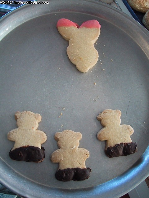 Bomb and terrorists (aka bears and bunny) cookies. (click for next photo)