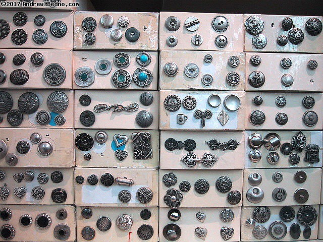Metal buttons. (click for next photo)