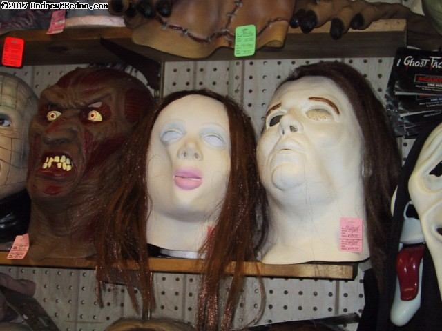 Fantasy Costume: Rubber masks department: Michael Meyers and bride? (click for next photo)