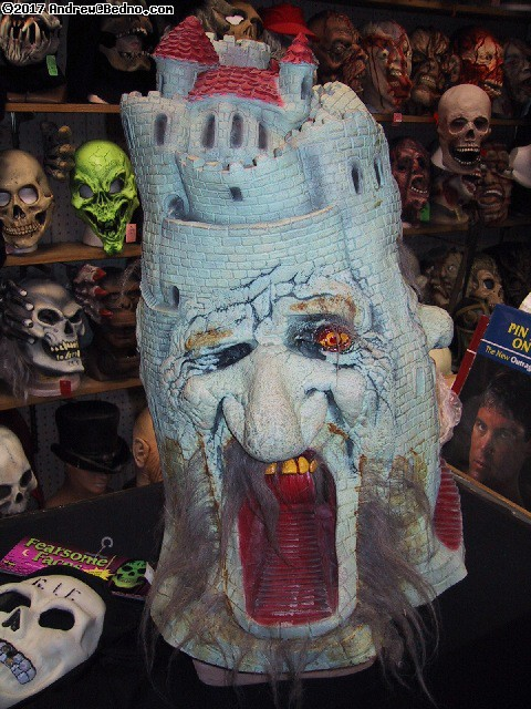 Fantasy Costume: Amazing castle mask. (click for next photo)