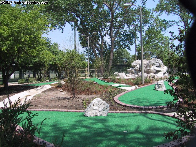 Future mini-golf course at Diversey. (click for next photo)