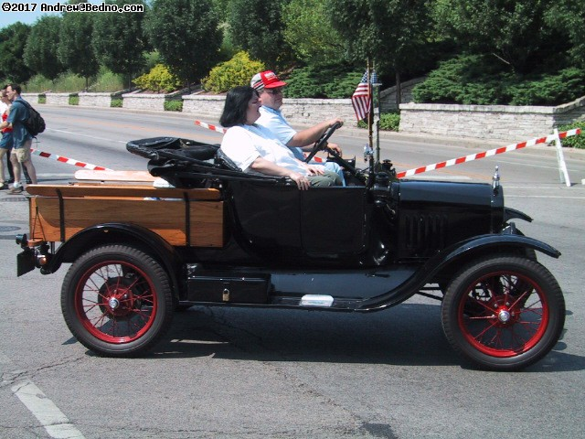 Evanston Independence Day parade: Antique Ford. (click for next photo)