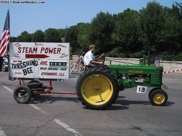 Evanston Independence Day parade: Steam tractor. (click for next photo)