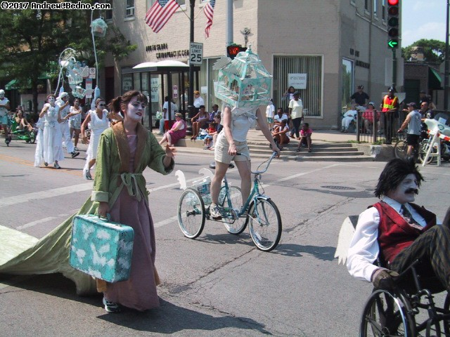 Evanston Independence Day parade: Redmoon. (click for next photo)