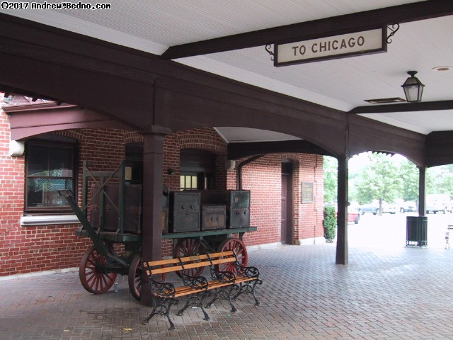 Metra station in Lake Forest. (click for next photo)