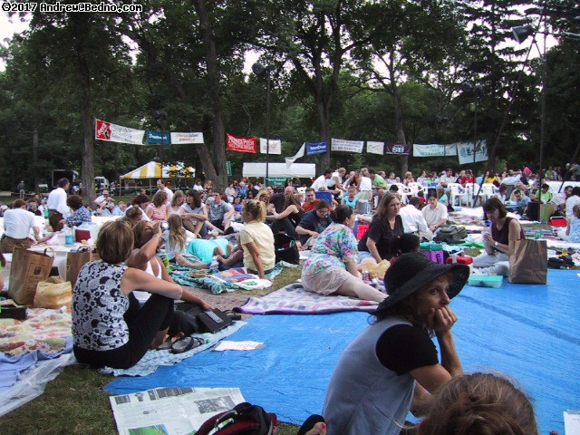 Shakespeare on the Green: Crowd. (click for next photo)