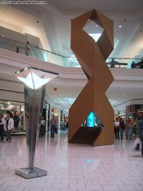 Woodfield Mall. (click for next photo)