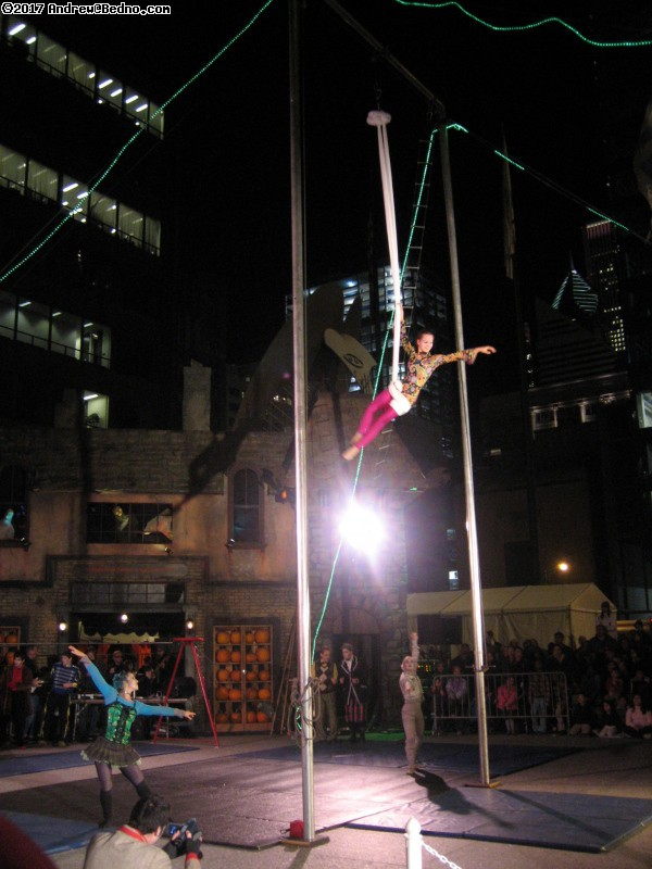 Midnight Circus performance at Chicagoween in Daley Plaza. (click for next photo)