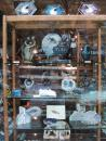 Dave's Rock Shop: Window shopping. (click to zoom)