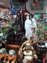 ChinaTown: Gifts, Buddha, lion. (click to zoom)