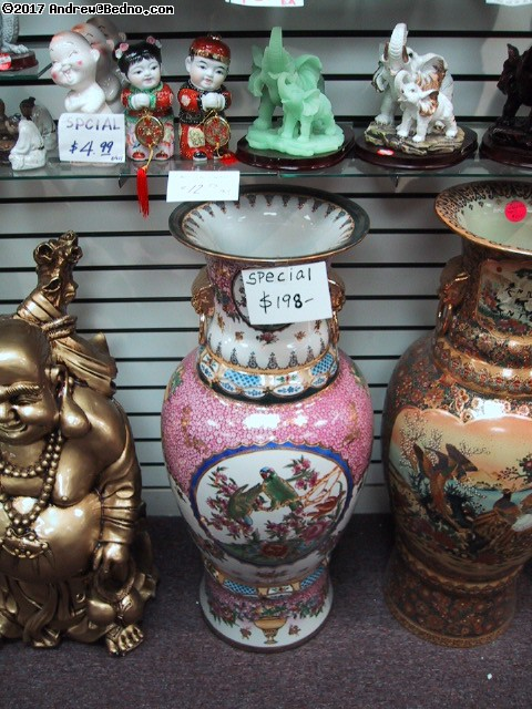 ChinaTown: More expensive vases.
