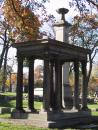 Graceland Cemetery: Greek style. Bolter. (click to zoom)