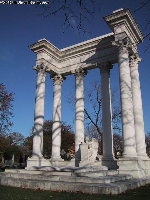 Graceland Cemetery: Greek style.