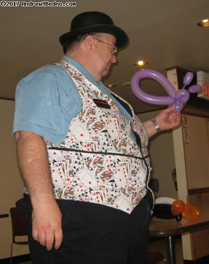 Big Bob Coleman teaching balloon twisting.